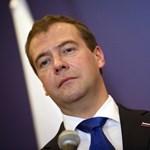 Medvegyev is beszáll az internetbe