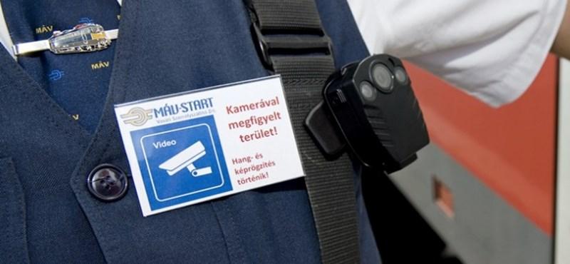 Fotók: így néznek ki a MÁV testkamerával felszerelt kalauzai