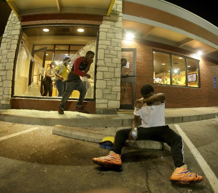 AP!!! auguzstus 28-ig! Zavargások az Egyesült Államokban, Michael Brown, St. Louis, Ferguson városrész 2014.08.18.