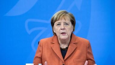 Macron után Merkellel tárgyalt az új amerikai elnök