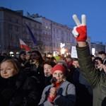 Lengyelország-szerte tüntettek az igazságügyi reform ellen