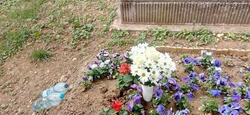 Ellopták Wichmann Tamás sírjáról a keresztet