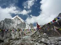 A gyors olvadás miatt sorra bukkannak elő a holttestek a Mount Everesten