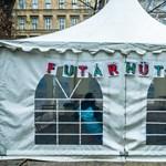 Futárhüttét nyitott az önkormányzat a budapesti Jókai téren