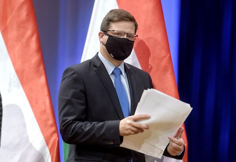 Gulyás elmondta, mi az éjjeli kijárási korlátozás célja, országosan is elhalaszthatják majd a nem sürgős műtéteket