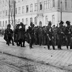 """Mementó 1917: Lovas rendőrök attakja zúdul Pesten az """"utcai leányokra"""""""