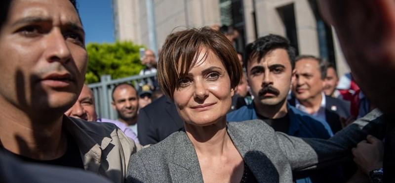 Majd tíz év börtönre ítélték Törökországban az ellenzéki Köztársasági Néppárt egyik vezetőjét