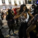 Elárasztották a bulizók Miami szórakozóhelyeit, kijárási tilalmat és vészhelyzetet rendeltek el