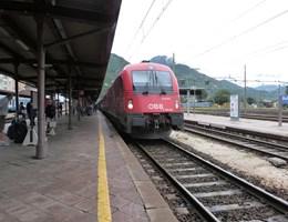 Baleset miatt kerülőúton közlekedik több nemzetközi vonat