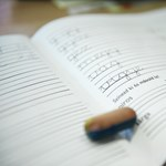 Kirúgták az iskolaigazgatót, aki könyvvel verte fejbe hatodikos diákját