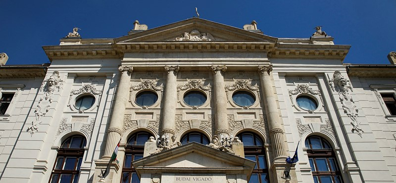 Az MNB-alapítvány és az Emmi intézménye is Mészáros üzleti körével építtet