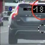 Így mérnek a rendőrök a civil rendőrautóból – videó