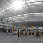 Fotó: üresek a folyosók a német reptereken