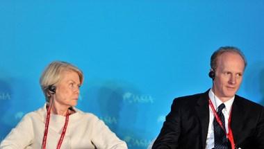 Belebukott a legnagyobb kanadai nyugdíjalap vezetője, hogy külföldre ment beoltatni magát