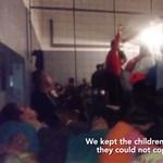Száz ember közé zárták a kisgyerekes menekültcsaládot a magyar határon