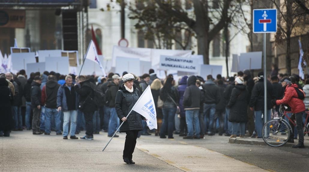 faz.14.11.21. - a LIGA Szakszervezetek demonstrációja