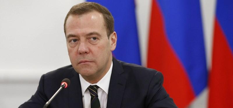 Medvegyev: Oroszország felkészült az internetről való lekapcsolódásra