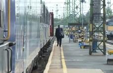 A járványra hivatkozva gyorsan meg is szüntetnek jó néhány vasúti járatot