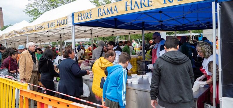 Fotók: 800 ember kapott vasárnapi ebédet a krisnásoktól