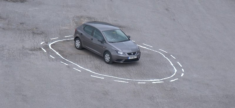 Zseniális: ezzel a trükkel bármelyik önvezető autót csapdába lehet ejteni – videó