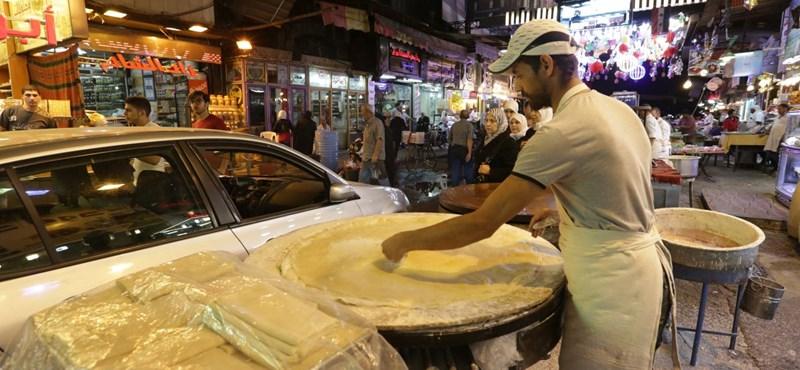 Zsoldosból süteményárus, néhol már virágzik az üzlet a szíriai romokon