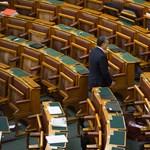 Bizonyítványt kapnak Orbánék - percről percre a Parlamentből