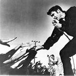Újraírt zenével akarják megint eladni Elvist