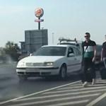 Akkora dugót okoztak Erdoganék, hogy valaki bőröndjét az út közepén húzva indult el a reptérre
