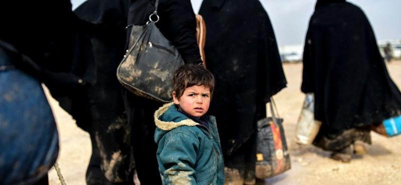 Érkeznek a menekültek, de a kormány még kivár