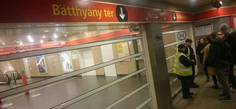Ma a 2-es vonalon adta meg magát egy metró