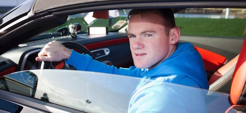 A Manchester eladja Rooney-t
