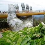 Kezek tartják a különleges vietnami hidat