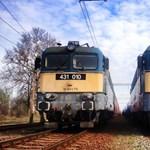 Vonat ütközött autóval Hegyeshalomnál