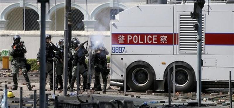 Folytatódnak a tüntetések: csaknem százan maradtak továbbra is a Hongkongi Műszaki Egyetem kampuszán