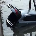 Csatorna töltelék lett egy Audi Q5-ből - videó