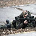 """Képek: így mentették ki az """"iskolai lövöldöző"""" túszait a terrorelhárítók"""