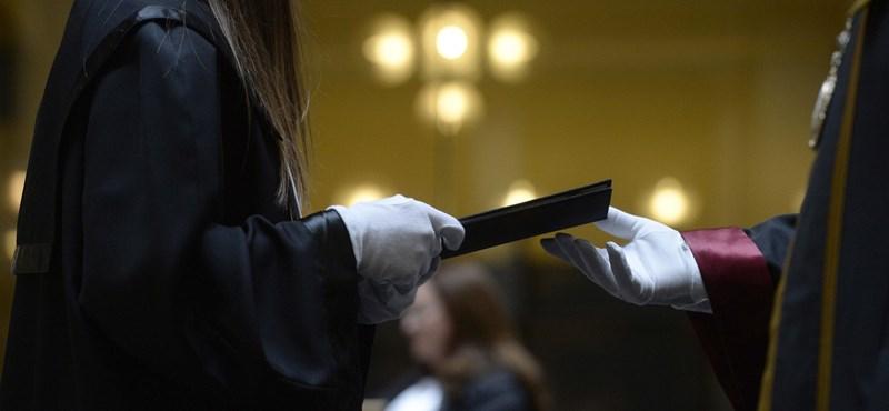 Több mint tízezren bukhatják a diplomát, jövő szeptemberig kaptak haladékot
