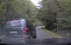 Üldözőbe vette az autós az ámokfutót, aki menet közben összetörte - videó