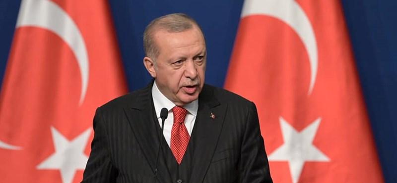 Erdogan váratlanul megjelent Tunéziában