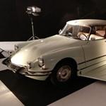 Fantomas Citroënje és Mr. Bean Minije is feltűnt Párizsban