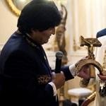 Bizarr ajándékot kapott a pápa a bolíviai elnöktől – fotó