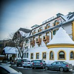 Itt egy újabb osztrák hotel, ami Mészáros Lőrinchez kötődik