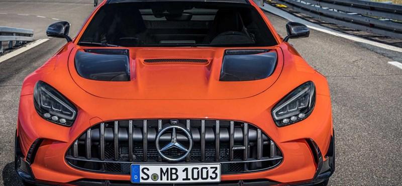 Extrák nélkül is 116 millió forint a legújabb Mercedes-AMG GT ára