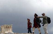 Nem a vihar miatt kémlelik az eget a turistákat hajóztató adócsalók