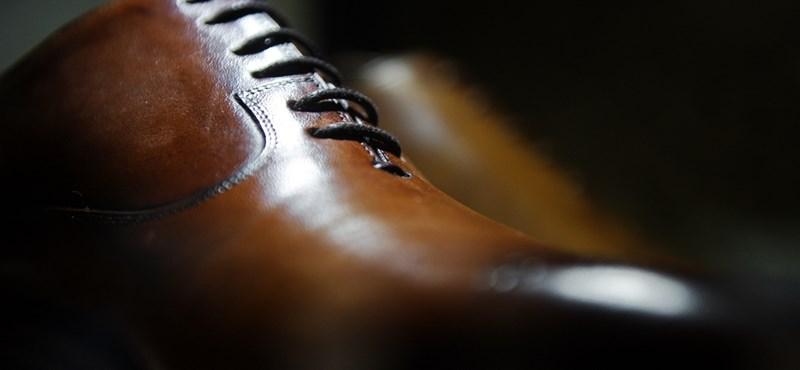 A miskolci panelműhelyből a luxuscipők világának tetejére