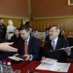 Koronavírus: három műszakban gyártják a védőfelszereléseket a magyar börtönökben