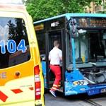 Nagyot csattant a 133E busz a Thökölyn – fotók