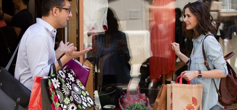 Coming out: a magyar prüdéria még mindig csak a pucér női melleket viseli el