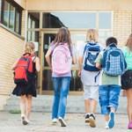 Otthon tarthatja-e gyerekét a szülő iskolaidőben, ha tiltakozni akar? A TASZ jogi segítséget nyújt