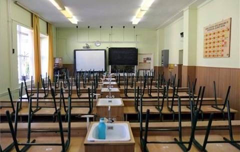 Emmi: idén ősszel 491 helyszínen kezdhetik meg munkájukat az iskolaőrök